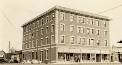 The Julian Hotel (formerly the Corvallis Hotel) in Corvallis, Oregon, 1912.