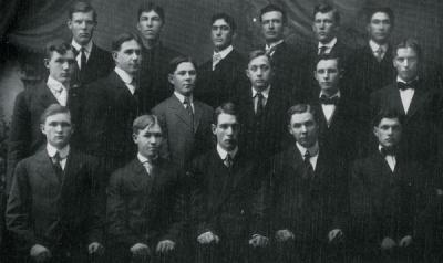 Hesperian Lyceum Society group portrait, 1910.