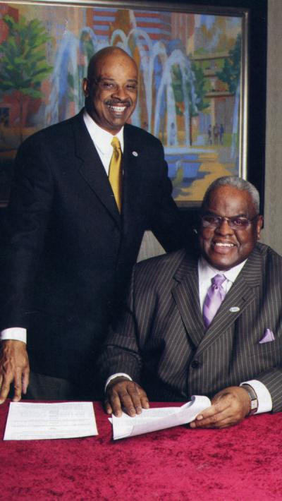 Portland Community College President Preston Pulliams (standing) and Harold C. Williams (seated at right), 2006.