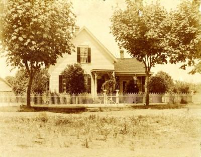 Residence of August Hodes on 1st Street in Corvallis, 1900.