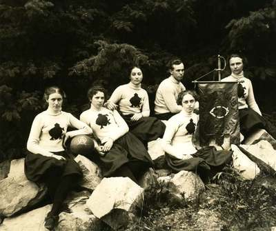 Women's Basketball Team, 1899