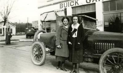 Letitia Shamhart Dunn (left) and Vera Affield, ca 1920s.
