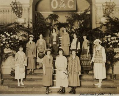 Women assembled for a style show sponsored by the Oregon Agricultural College Home Economics Department and held at the Multnomah Hotel, Portland, Oregon, 1920.