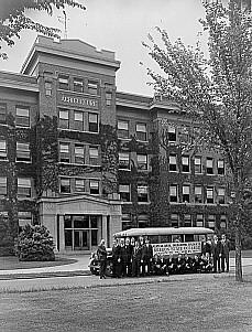 Agricultural Engineering students in front of Strand Agriculture Hall about to depart to World's Fair in Chicago, Summer 1933.
