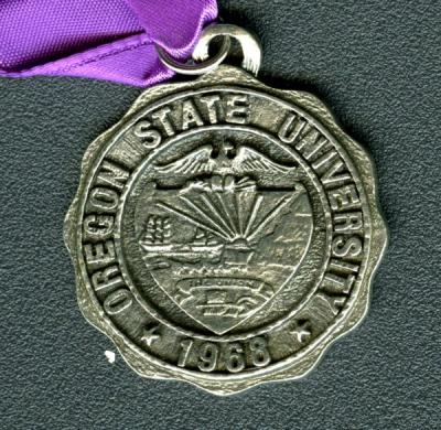 Medallion given to Isabella Downs Holt, class of 1916, at her 60th class reunion, 1976.