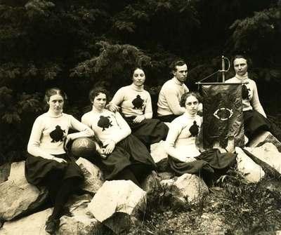 Women's Basketball Team, 1899