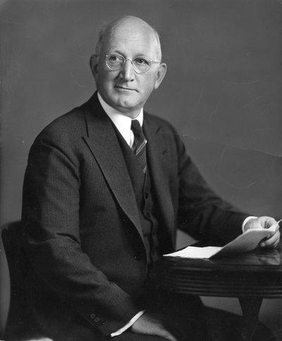 Black and white photographic portrait of Frank Llewellyn Ballard.