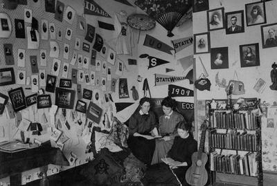 OAC students studying in Waldo Hall