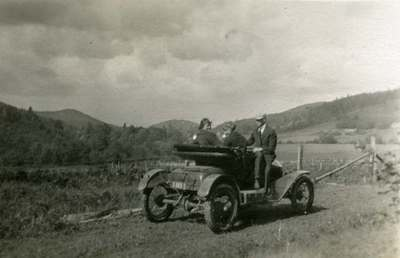 Les Powell's Car by Sulphur Springs, 1915